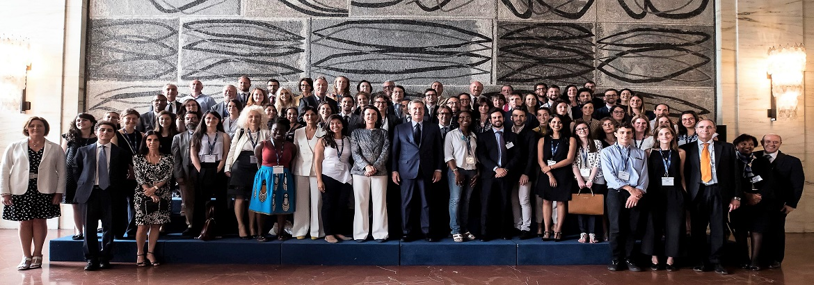 foto-gruppo-al-MAECI__Final-Meeting-2017_slider_1170x410